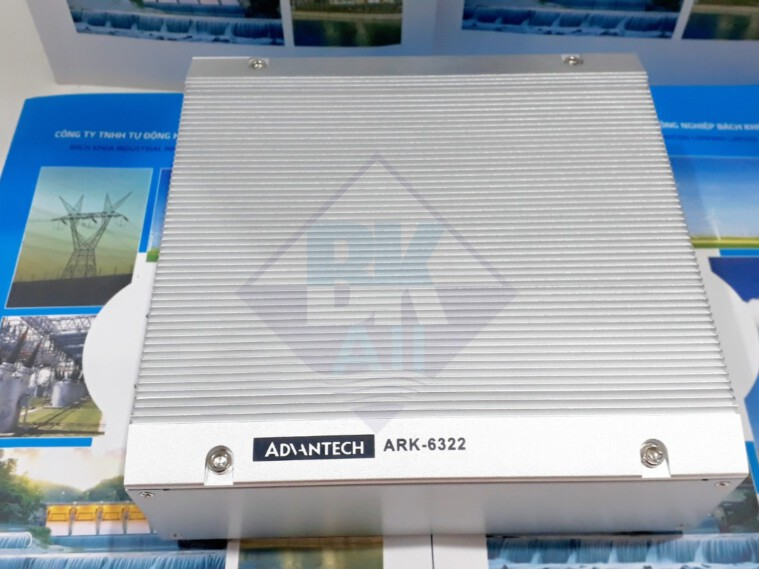 ARK-6322: Intel Celeron Quad Core J1900 SoC with 6 COM and 8 USB Fanless Box PC