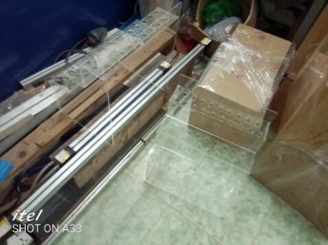 Kệ nhựa mica trong suốt trưng bày sản phẩm tại Hà Nội