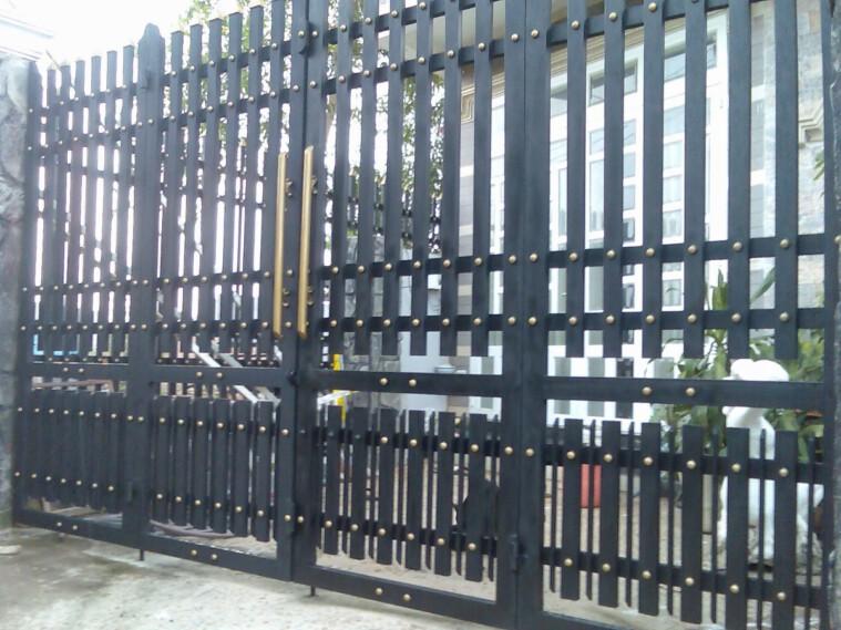 Sửa cửa sắt giá rẻ tại quận Bình Thạnh tphcm